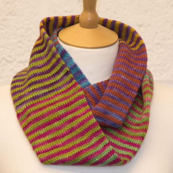 colour study cowl from knit the rainbow