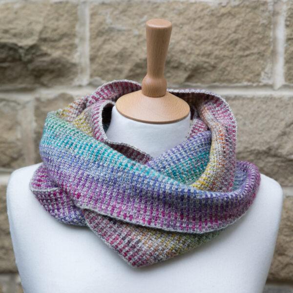 crochet the rainbow linen stitch cowl