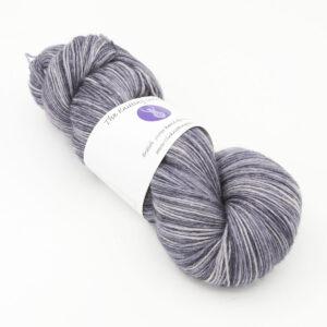 Silver Violet colourway 4ply BFL skein of yarn